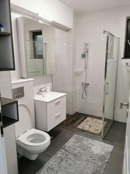 Apartament cu 2 Camere - Mobilat/Utilat Complet - Etaj 1