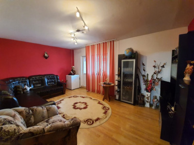 Apartament 3 Camere Decomandate - Zona CET - 2 Balcoane - Etaj 4 Cu Pod